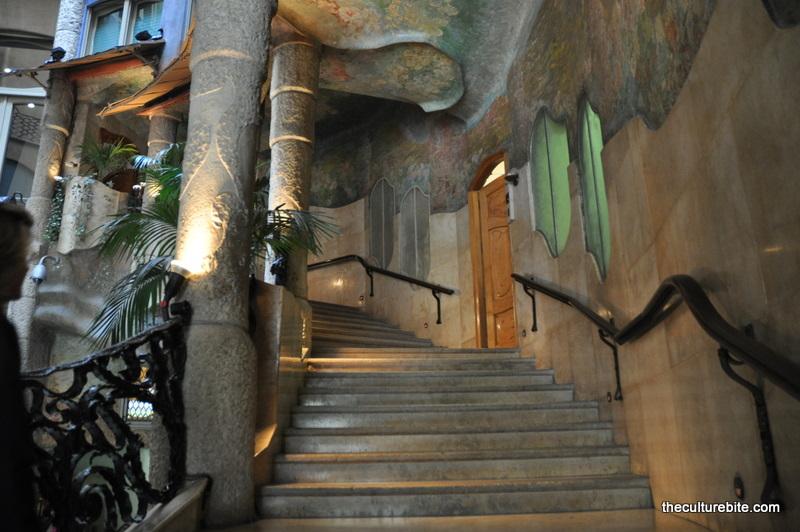 Barcelona-La-Pedrera-Staircase.jpg