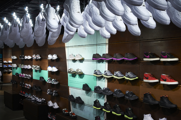 Nike's first running-specific store has weekly run clubs, gait analysis, the bespoke NikeiD service and the full range of clothing and sneakers.5/5(2).