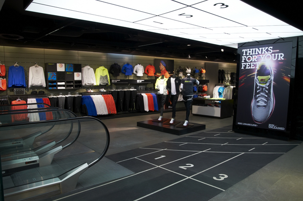 Nike Opening Times in London. Closed now. Opens in 22 h 36 min. Opening Hours. Sunday. Closed. Monday. AM - PM Great Castle Street, West End, Ground Floor, Oxford Circus, London, Greater London, W1W 8LG. Website. Closed now. Opens in 2 h Nike Store Covent Garden - Closed. Distance: km. NikeWomen Location: Oxford Street, London, W1C 1DE, Greater London.