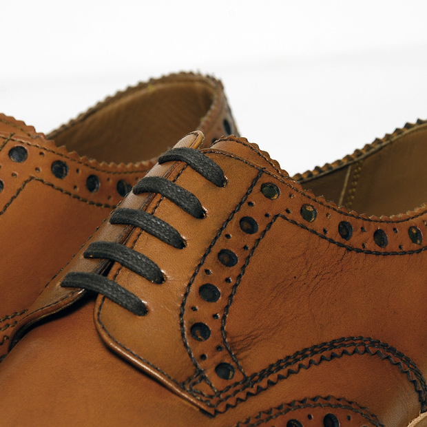 Grenson-Archie-V-Brogue-Tan-01