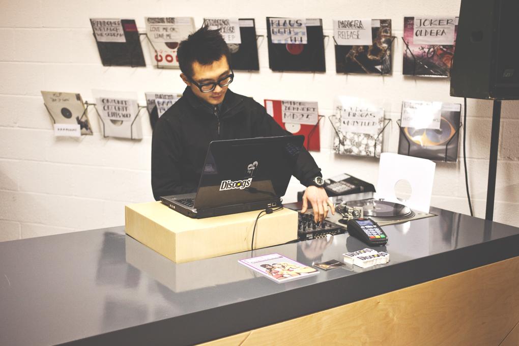 Walls of Wax - Meet the Vinyl Pimp - Discogs biggest record seller-8