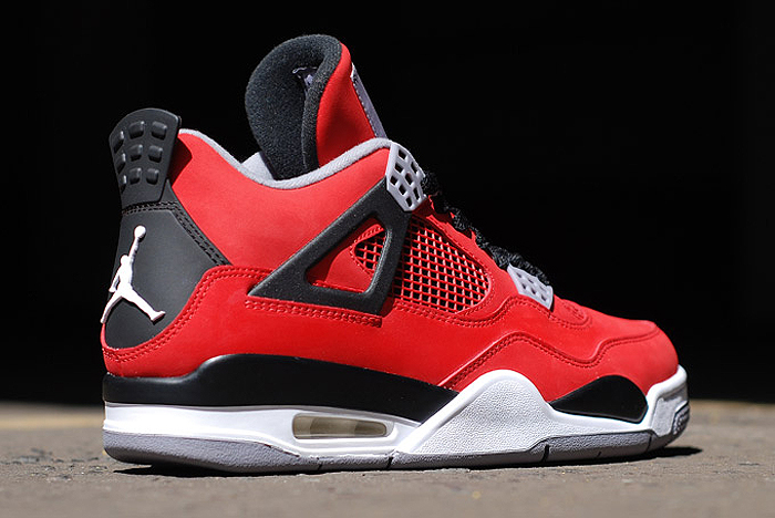 Air-Jordan-IV-Retro-Fire-Red-Toro-Bravo-04