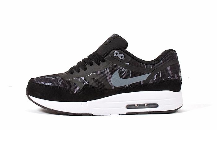 Nike-Air-Max-1-Premium-Tape-Camo-01