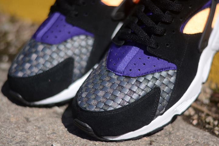 Nike-Air-Huarache-Black-Atomic-Mango-3