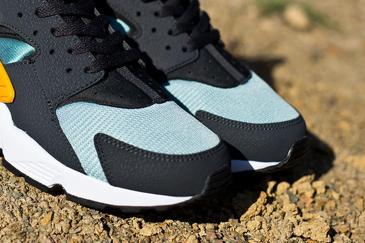 Nike Air Huarache LE Catalina Sneaker 004