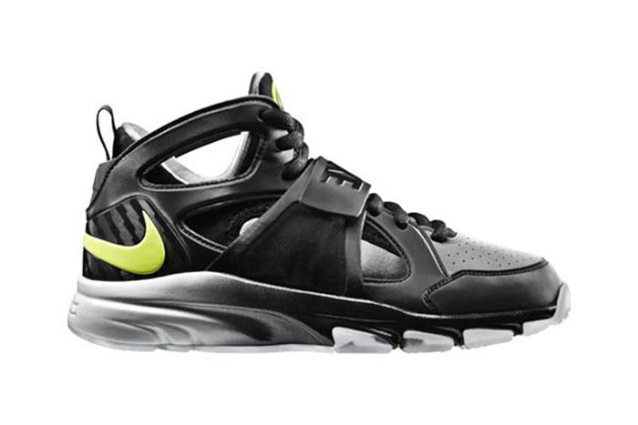 Nike Zoom Huarache TR Mid 02