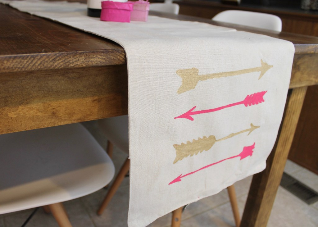 valentines-day-table-runner-pink-and-gold