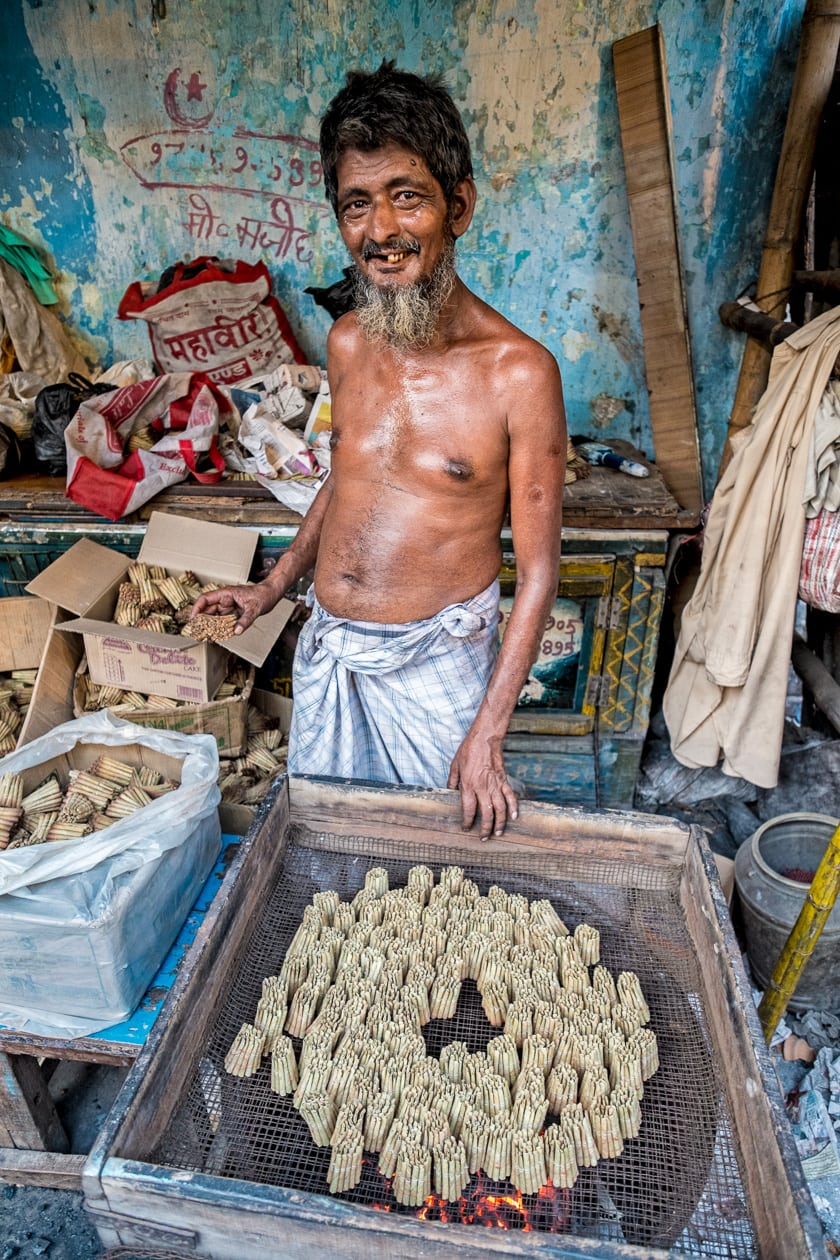 """This man, just as many of the """"beedi"""" cigarette makers is from Bangladesh but now resides in Kolkata, India."""