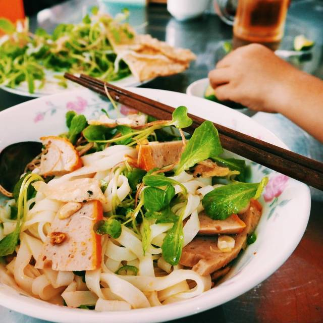Researching streetfood with therealsaigonatreeteats and our twoyearold this morning Wehellip