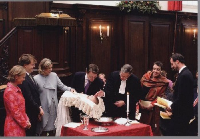 Princess Carolina (First person from the left in the photo) at the baptism of Countess Eloïse in 2002 (RVD)