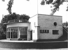 Theehuis de Goffert in verval zonder ramen