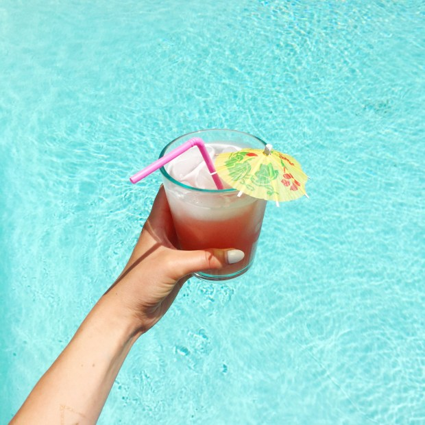 5 Summer Pool Essentials for the Ultimate Pool Day | The ELL Blog