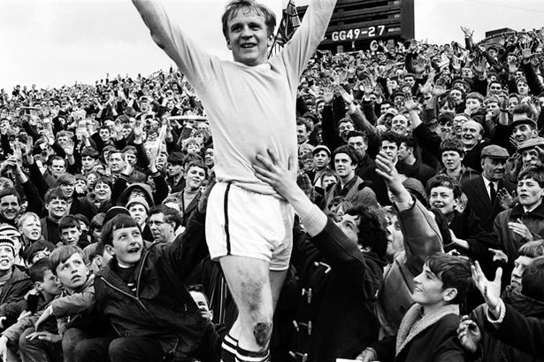Ghost from United's Past #1: Franny Lee held aloft after bring the 1967-68 First Division title to City