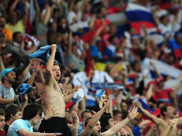 Fans-Russia-Czech-Republic-Euro-2012-Group-A-_2777926