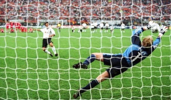 FUSSBALL/FC BAYERN MUENCHEN - FC VALENCIA 6:5 nach Elfmeterschiessen