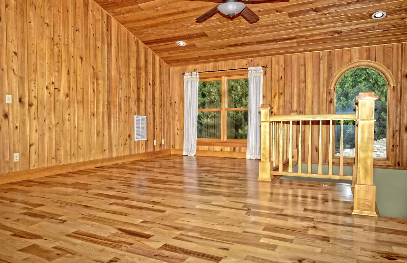 Best Pros and Cons of Hickory Flooring