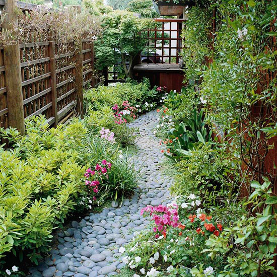 Side Yard Gardening  The Beauty of Small Size Landscaping