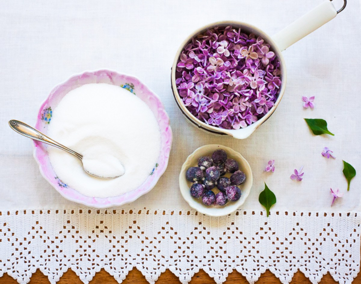 Lilac Simple Syrup - The Gardener Cook