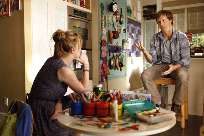 Kate (Dakota Johnson) and Ben (Nat Faxon)