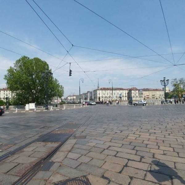 LG G5 Piazza Vittorio Grand'angolo