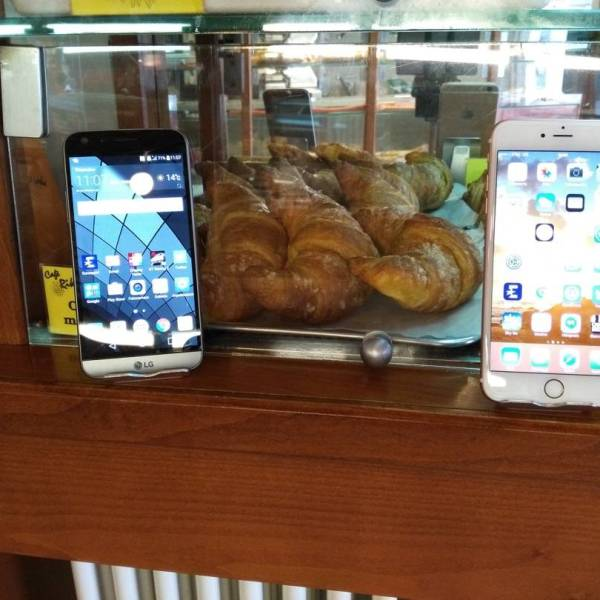 LG G5 vs iPhone 6S plus Front