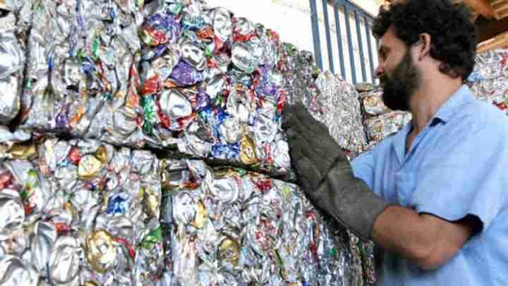 Fabricar latas com alumínio reciclado diminui em até 70% emissões de CO2