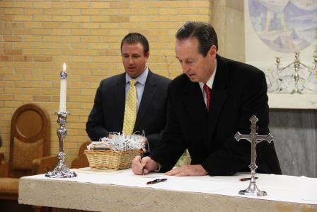 President Minnis renewed his own consecration to Mary in the ceremony on the Solemnity of the Immaculate Conception.