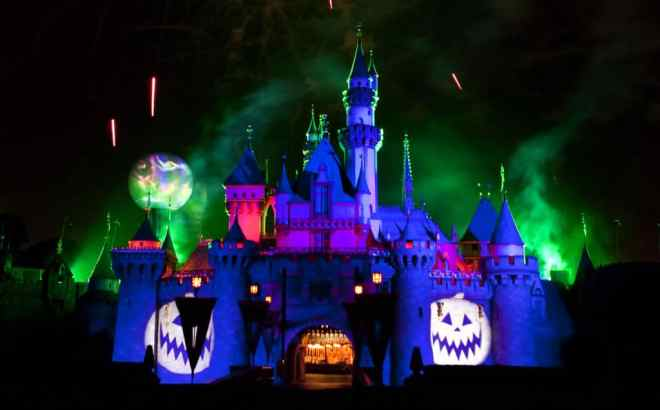 """The """"Halloween Screams"""" fireworks spectacular lights up the skies surrounding Sleeping Beauty Castle at Disneyland park, as part of the entertainment exclusive to the annual Mickey's Halloween Party. Returning for 17 nights in 2016, beginning Friday, Sept. 23, Mickey's Halloween Party is a time for guests to dress up for a ghoulish good time and enjoy seasonal scares such as Space Mountain Ghost Galaxy and Haunted Mansion Holiday. (Paul Hiffmeyer/Disneyland)"""