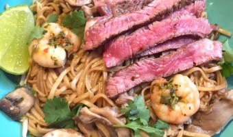 SIZZLING STEAK AND PRAWN NOODLE BOWLS