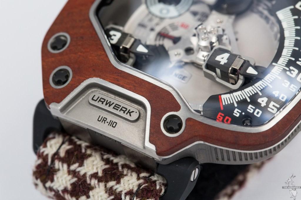 URWERK UR-110 Eastwood-red-ebony-bezel