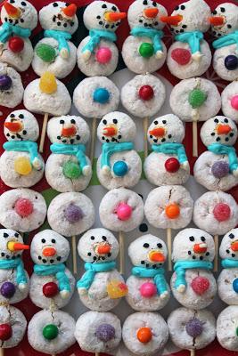 Powdered Doughnut Snowman by Worth Pinning