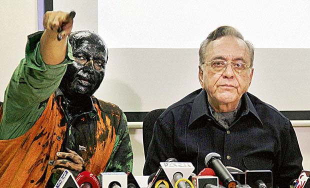 former BJP ideologue Sudheendra Kulkarni, with face blackened by Sena activists, and former Pak foreign minister Khurshid Mahmud Kasuri at the latter's book release function in Mumbai_0_0