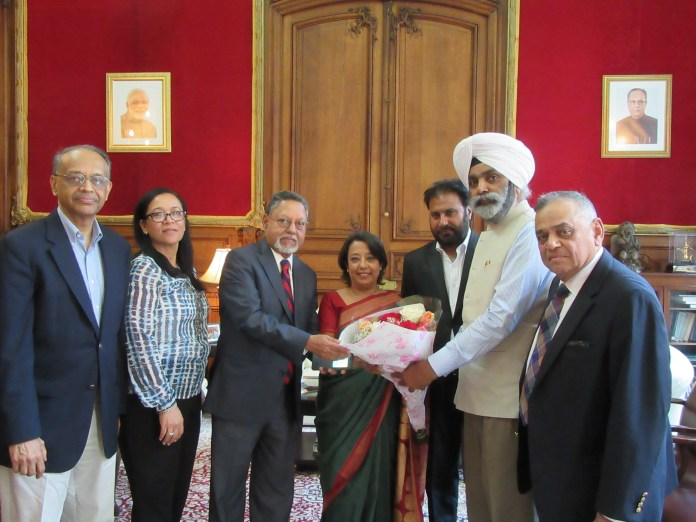 The INOC USA delegates greet Ambassador Das with flowers at the Indian Consulate in New York on May 31, 2016