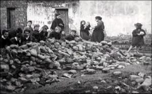 Belfast children build a barricade the 1920s