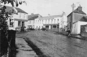 The main street of Finglas and the Drake Inn pub in the early 20th century.