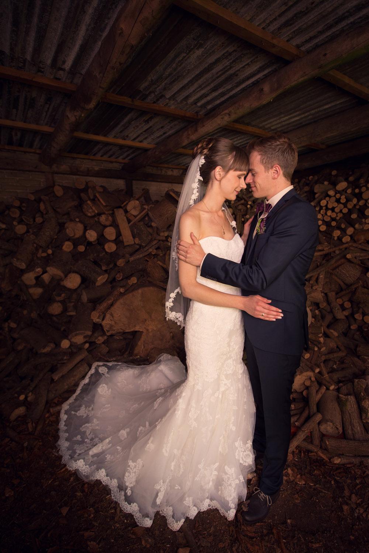Kærligt øjeblik på bryllupsdagen