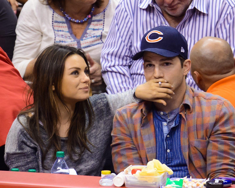 mila kunis tiffany engagement ring safe safety wedding band Mila Kunis Ashton Kutcher Ring