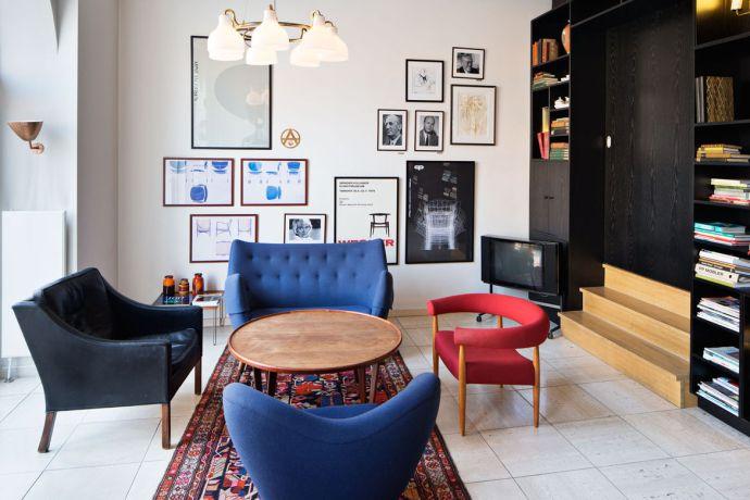 hotel-alexandra-lobby-with-library-copenhagen