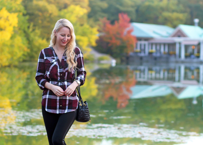 Fall outfit: Plaid shirt and leggings in Central Park