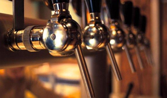 ¡Ponte una barra de cerveza en casa!