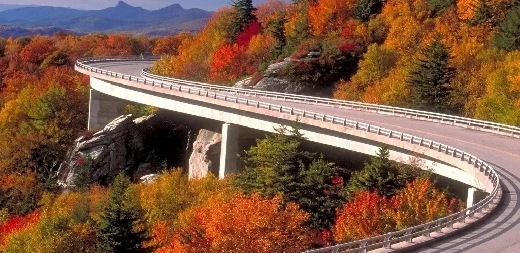 Best Places To Visit Along The Blue Ridge Parkway In The Fall