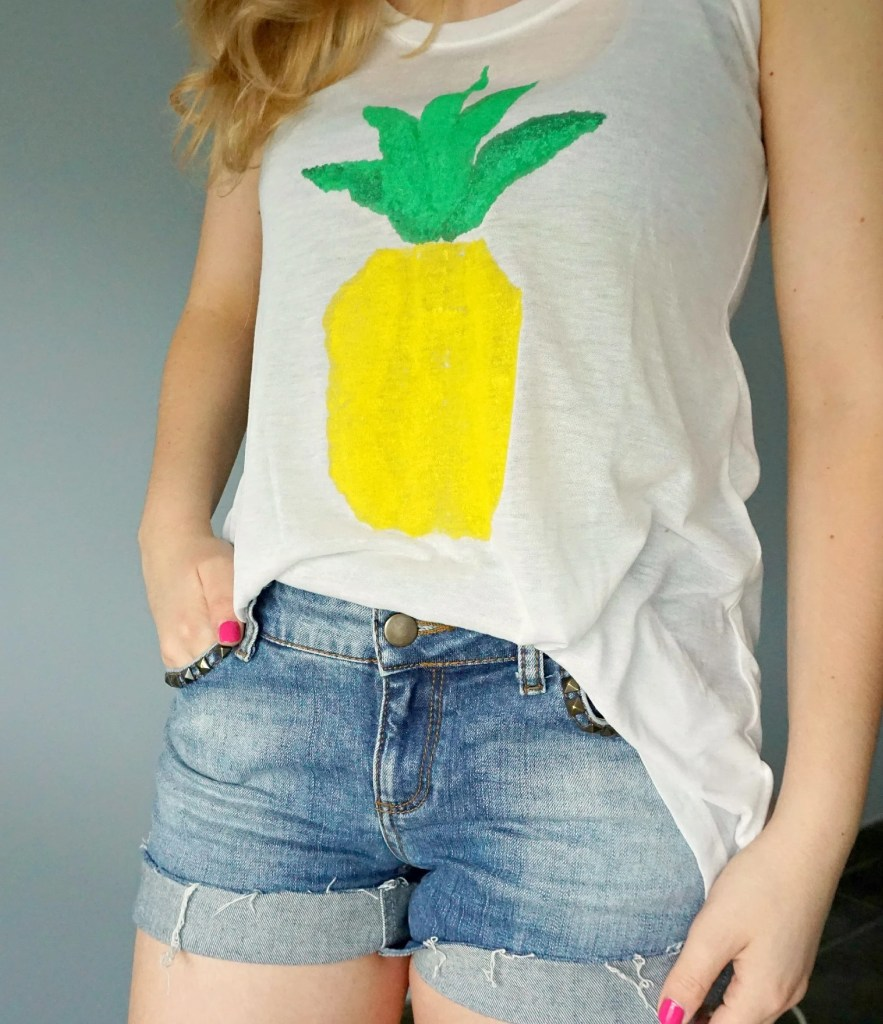 How to make your own easy & fun Pineapple Print Shirt | A DIY by The Makeup Dummy
