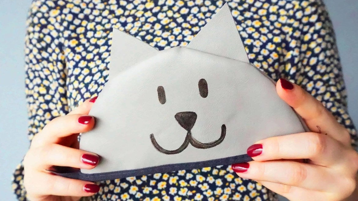 Easy Zipper Pouch Tutorial | A DIY by The Makeup Dummy