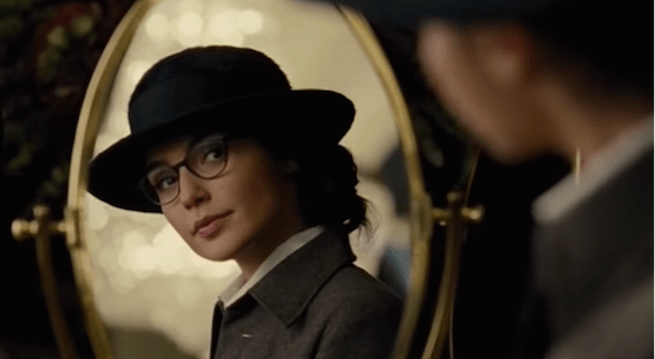 Gal Gadot, Diana Prince in glasses