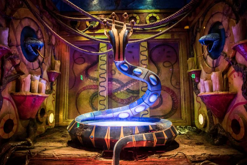 2016_BUSCH_GARDENS_TAMPA_BAY_COBRA'C_CURSE_QUEUE_14