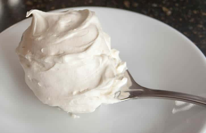 whipped-cream-cream-cheese-frosting-04