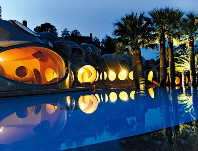 The Palace of Bubbles at Night