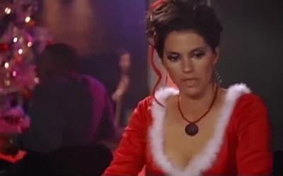 Money Falling Wallpaper Jami Gertz In Undercover Christmas 2003