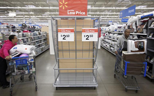 Former Walmart District Manager Accuses Company of Widespread