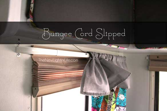 bungee-cord-slipped-curtain